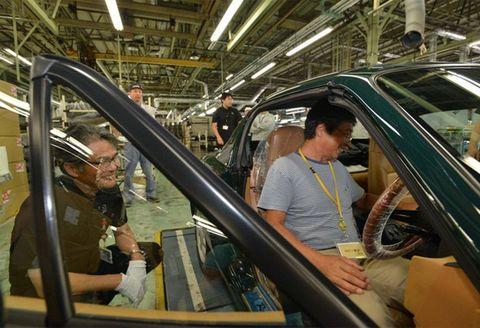 Motor vehicle, Vehicle door, Vehicle, Escalator, Automotive window part, Car, Glass, Automotive exterior, Auto part, Windshield,