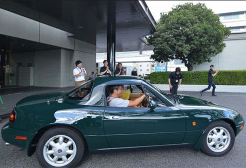 Land vehicle, Vehicle, Car, Regularity rally, Coupé, Convertible, Sedan, Automotive exterior, Roadster, Sports car,