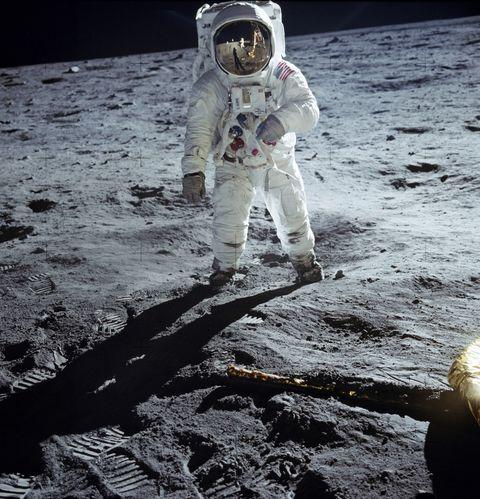 Astronaut, Moon, Astronomical object, Space, Fun, Earth, Soil, Night, World,