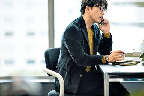 White-collar worker, Job, Technology, Sitting, Businessperson, Employment, Audio equipment, Electronic device, Conversation, Gadget,