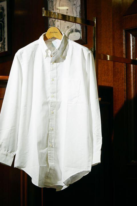 White, Clothing, Shirt, Collar, Sleeve, Dress shirt, Blouse, Outerwear, Formal wear, Uniform,
