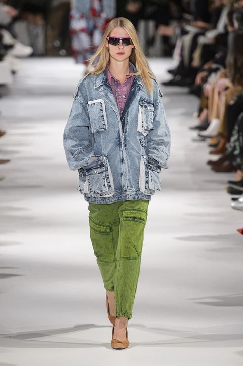 Fashion show, Fashion model, Fashion, Clothing, Runway, Street fashion, Public event, Shoulder, Human, Outerwear,