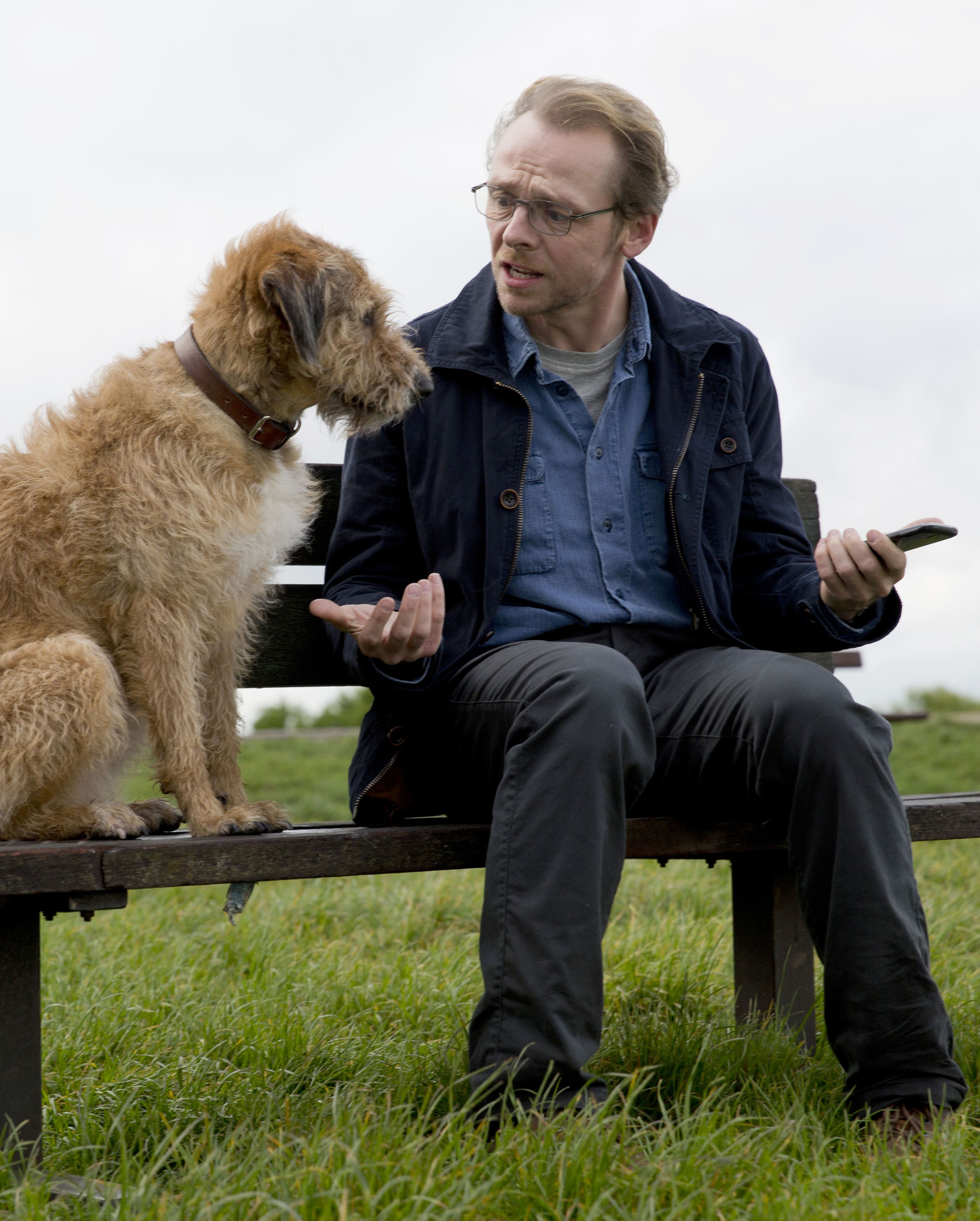 ABSOLUTELY ANYTHING, from left: Dennis the Dog (voice: Robin Williams), Simon Pegg, 2015. ph: Giles