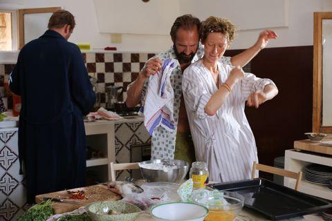 A BIGGER SPLASH, from left: Matthias Schoenaerts, Ralph Fiennes, Tilda Swinton, 2016. TM &