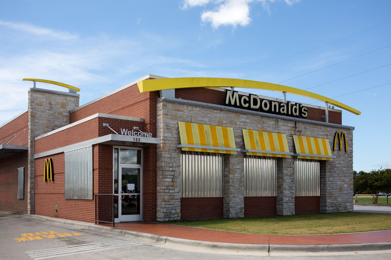 12 Restaurants & Fast Food Spots Open On Memorial Day 2019