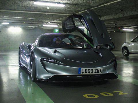McLaren Speedtail en garaje