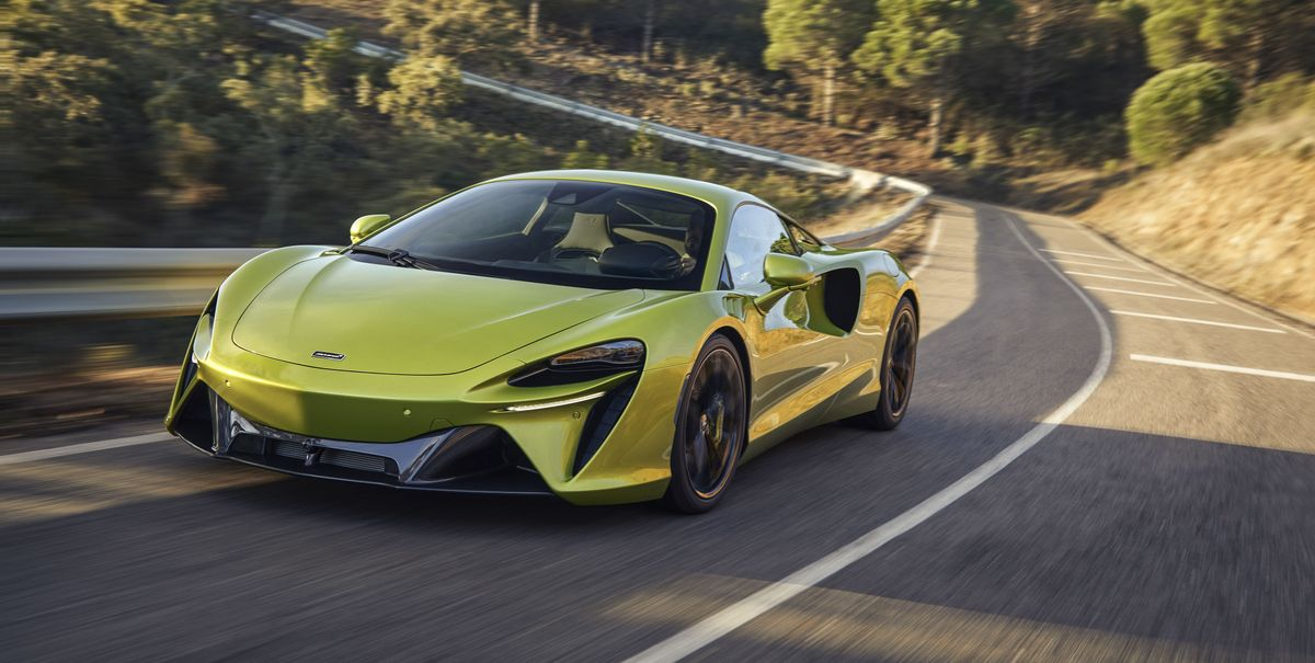671-HP McLaren Artura Plug-In Hybrid Breaks New Ground, Stays Light