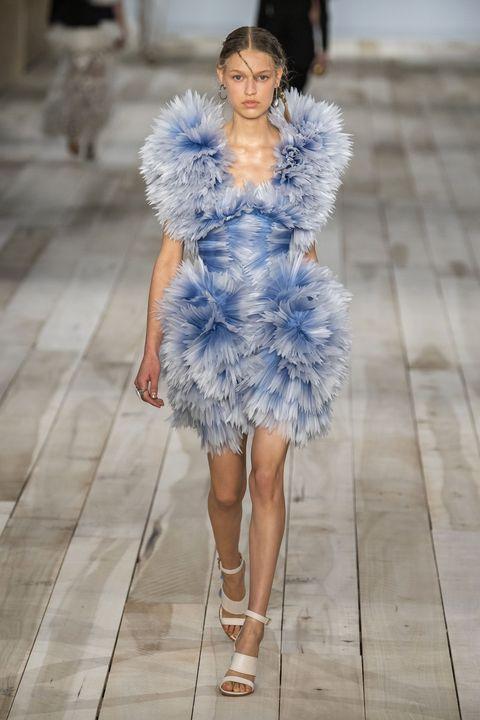 Fashion model, Fashion, Fashion show, Blue, Fur, Clothing, Runway, Haute couture, Fur clothing, Cobalt blue,