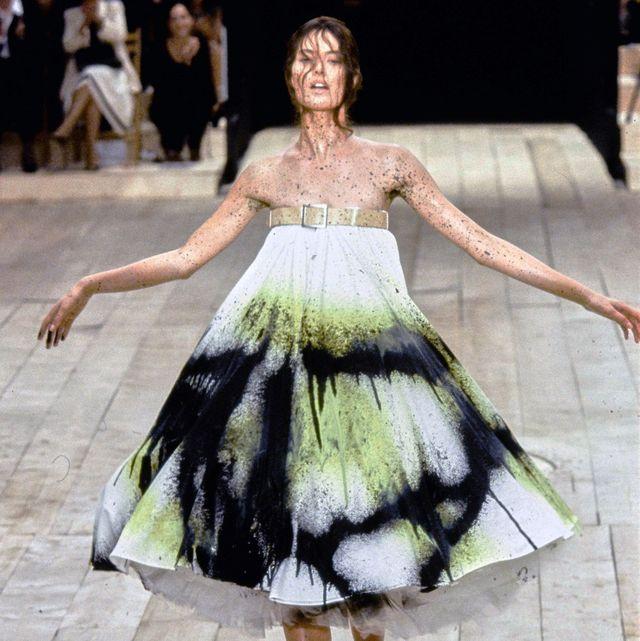 Fashion model, Fashion, Fashion show, Runway, Haute couture, Clothing, Dress, Fashion design, Event, Public event,
