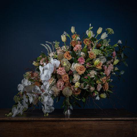 Flower Arranging, Floristry, Flower, Floral design, Still life photography, Bouquet, Cut flowers, Still life, Plant, Ikebana,