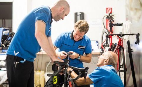mechanieker, fietsmannetje, onderhoud, slijtage, krassen