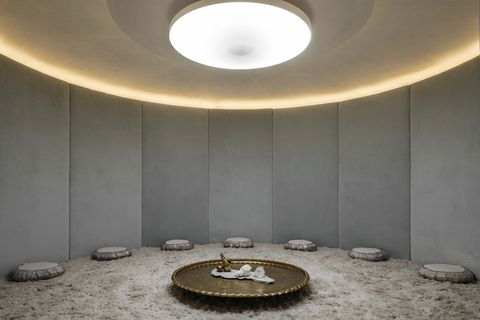 Ceiling, Light, Interior design, Lighting, Room, Wall, Architecture, Ceiling fixture, Circle, Building,