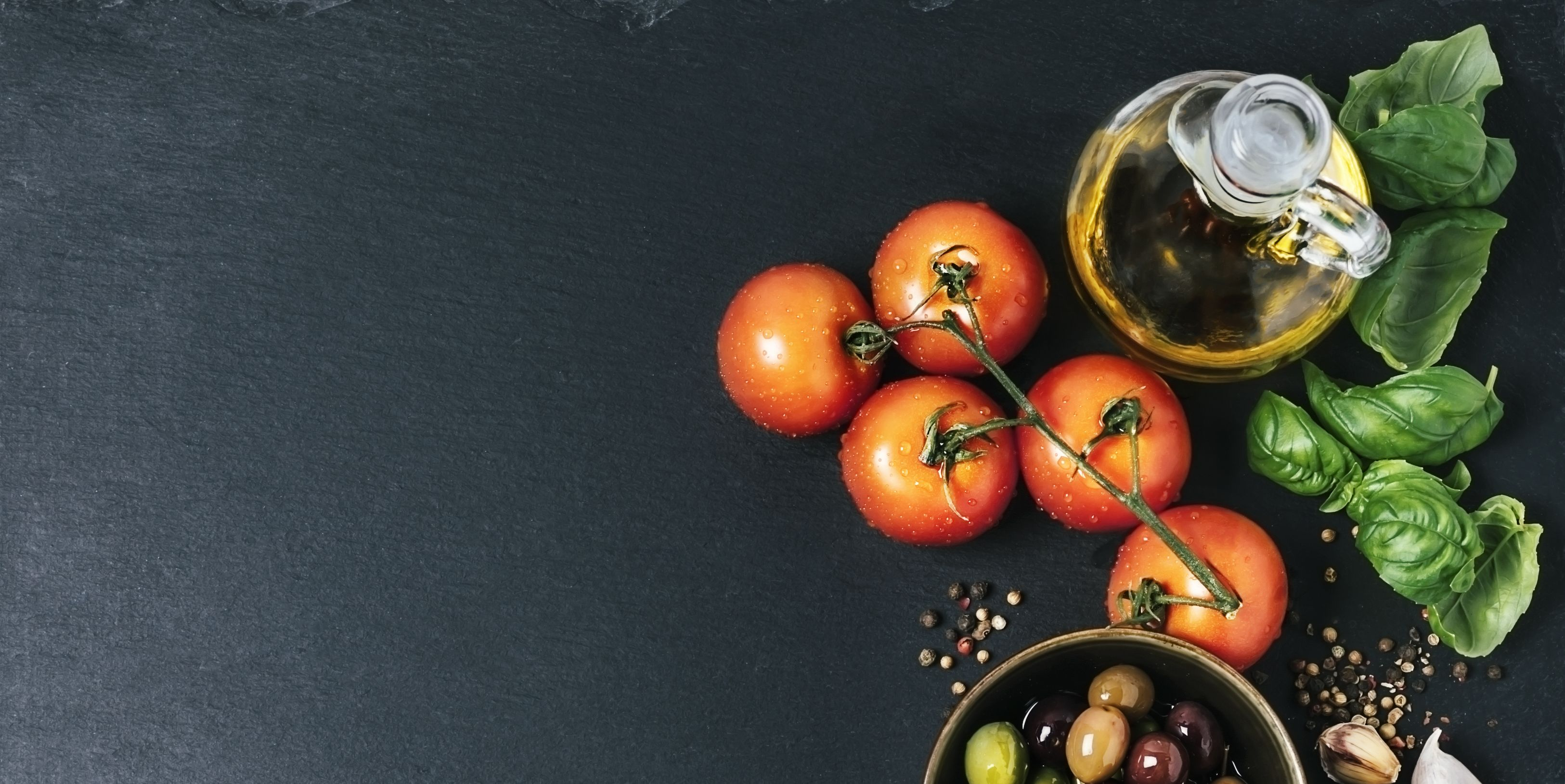 Ingredients (tomatoes, garlic, basil, olive oil, and spices)