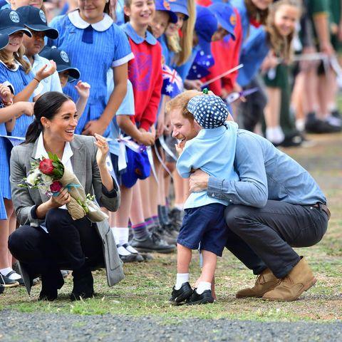 meghan markle prince harry hug child in australia