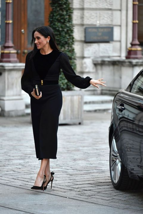 Street fashion, Clothing, Black, Fashion, Dress, Beauty, Footwear, Shoulder, Snapshot, Pencil skirt,
