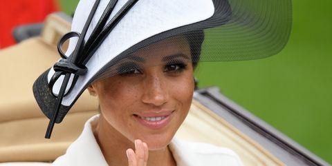 f7c8f04ec31 Meghan Markle Wears Oversized Heels - The Duchess of Sussex Is ...