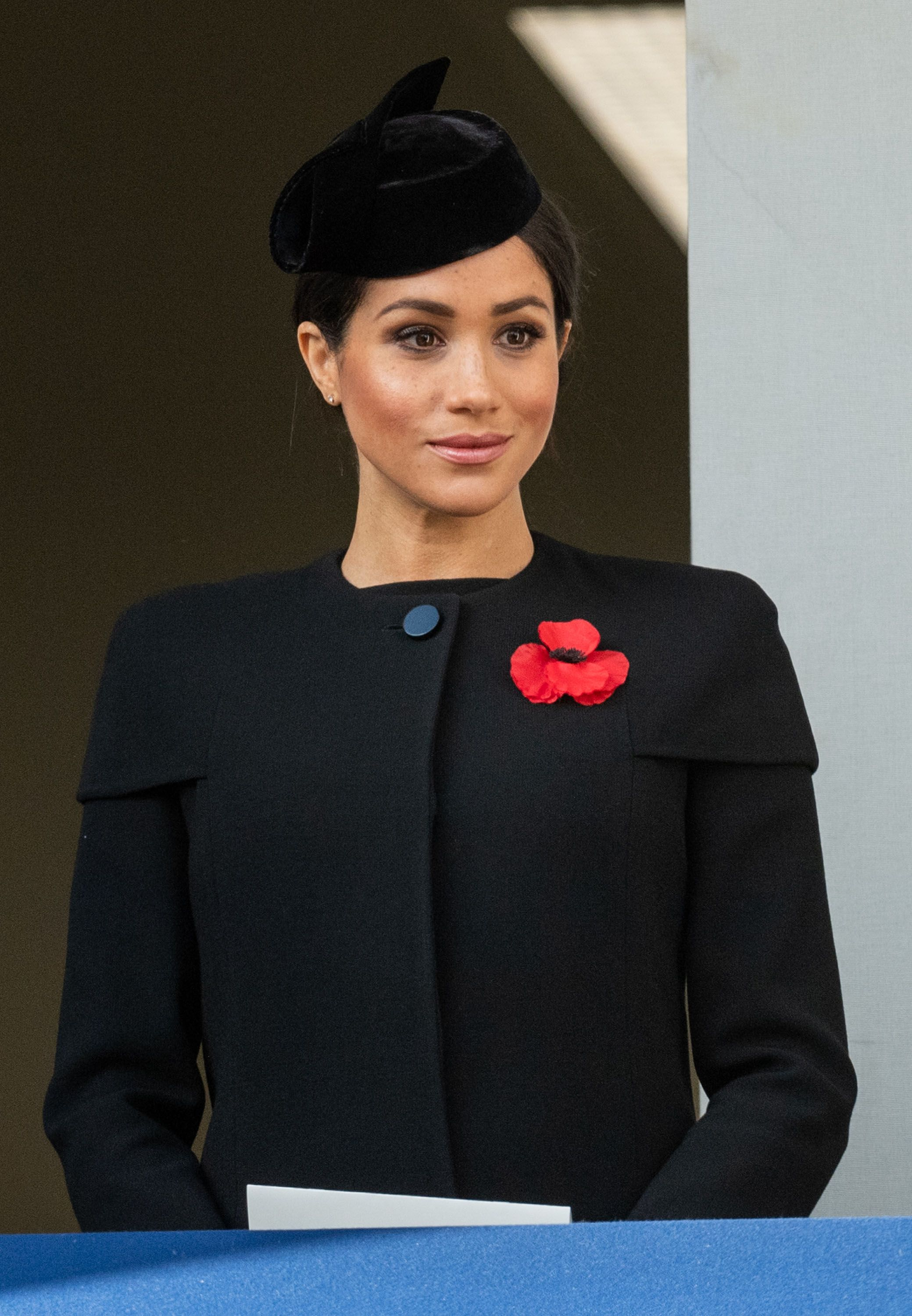 photos of meghan markle kate middleton attending the remembrance day centenary service meghan markle kate middleton