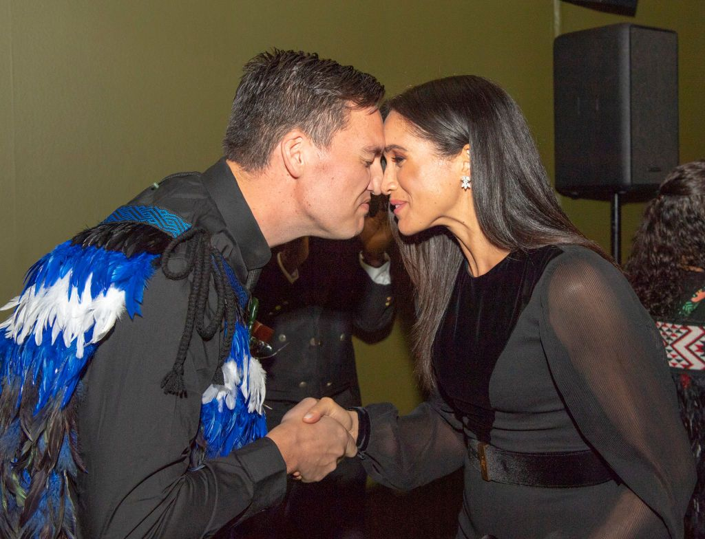 Meghan markle is practicing her hongi for the royal tour of new meghan markle is practicing her hongi for the royal tour of new zealand maori hongi greeting explained m4hsunfo