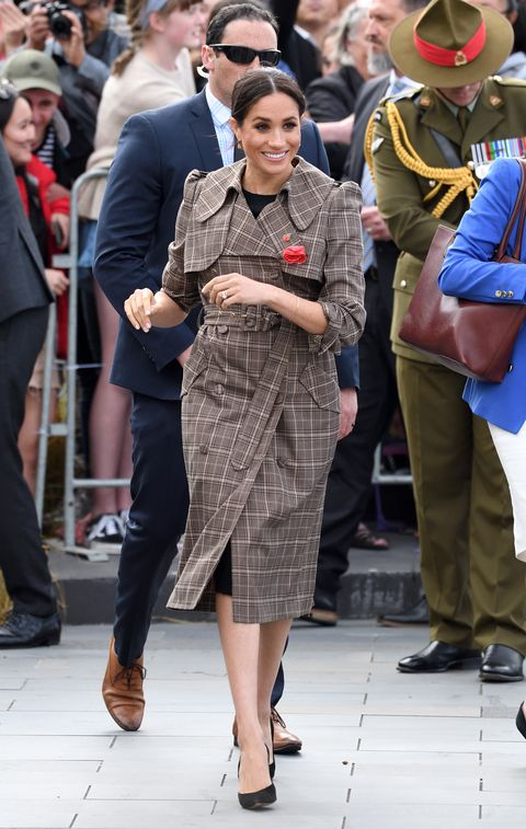 8b184a3bc94 Meghan Markle Wears Karen Walker Trench Coat with Affordable ASOS ...