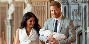 Meghan Markle en prins Harry met hun zoon Archie, toen hij net geboren was