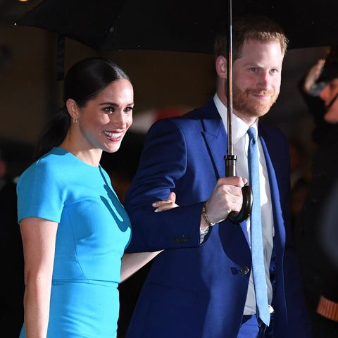 Meghan Markle, Prince Harry, greeting public, kiss