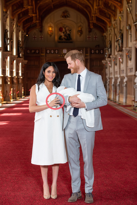 aca0abd1fa6a2 Body Language Experts Compare Meghan Markle and Prince Harry's Royal Baby  Photos With Kate and Will's