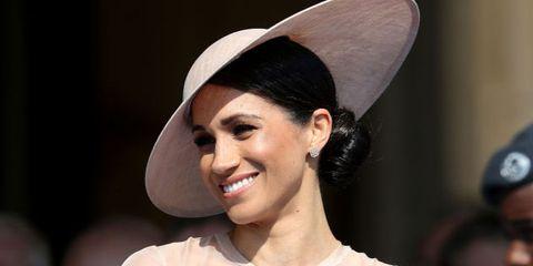 Hair, Beauty, Hat, Hairstyle, Lip, Fashion, Headgear, Headpiece, Fashion accessory, Black hair,