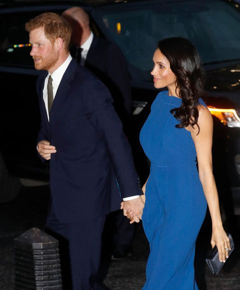 Suit, Formal wear, Tuxedo, Event, Dress, Premiere, Little black dress, White-collar worker, Gesture, Electric blue,