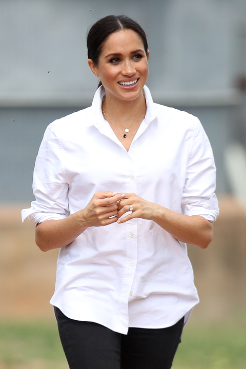 White, Clothing, Sleeve, Gesture, Shirt, Uniform, Top, Smile, White-collar worker,