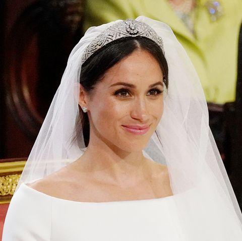 Bridal veil, Bride, Bridal accessory, Hair, Photograph, Veil, Headpiece, Hair accessory, Skin, Beauty,
