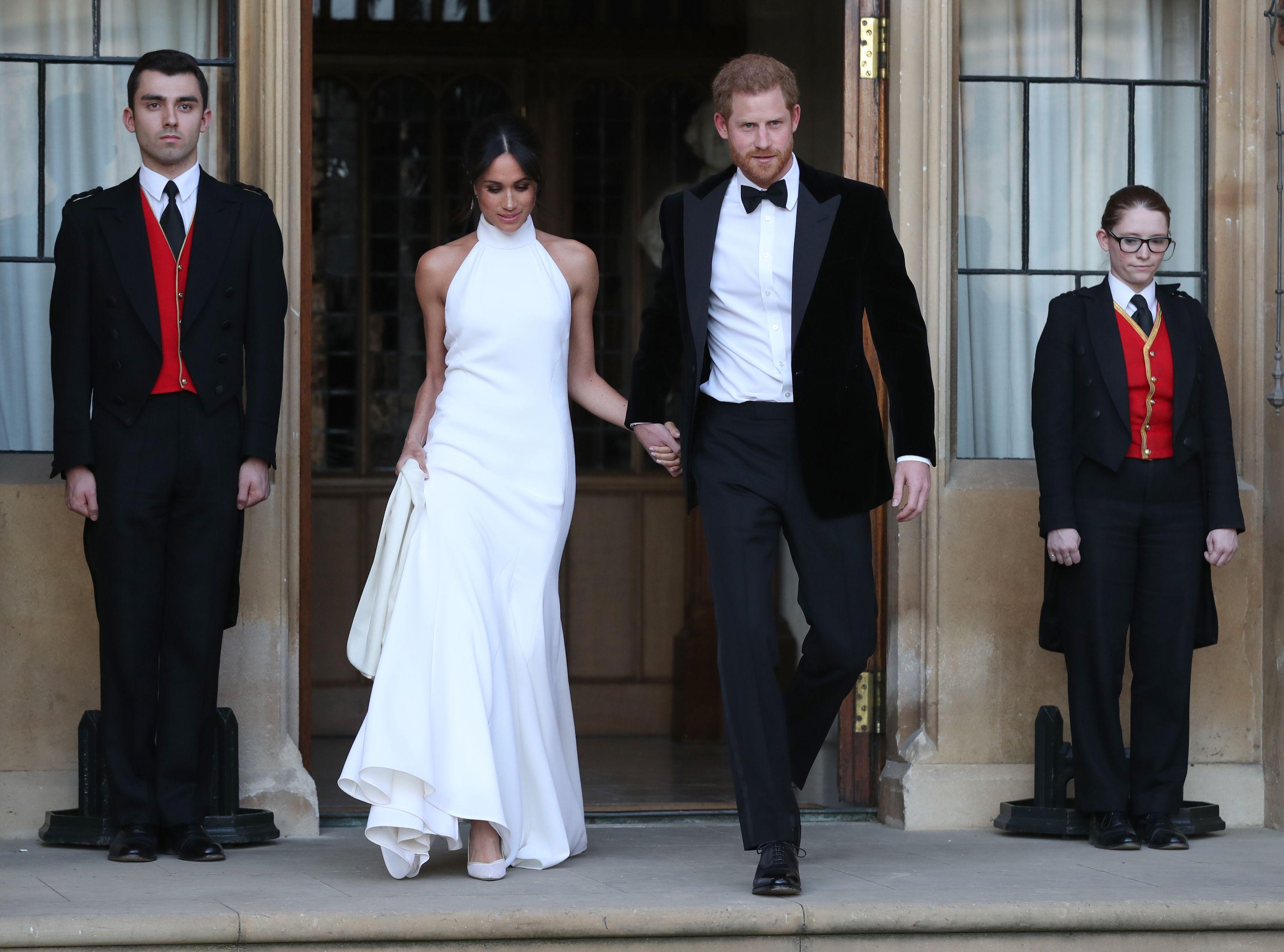 Meghan Markle con l\u0027abito di Stella McCartney insieme a Harry vanno al  ricevimento