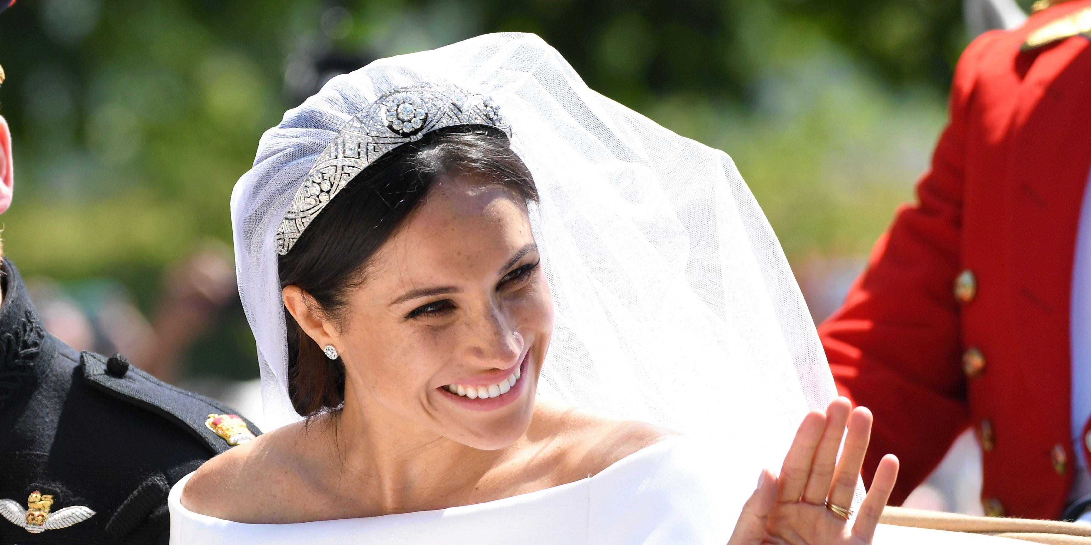 meghan-markle-abito-sposa-royal-family