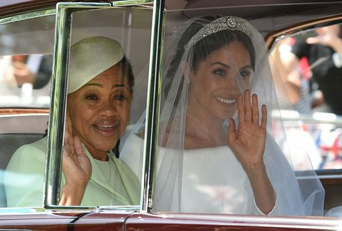 meghan markle en haar moeder tijdens de bruiloft in 2018