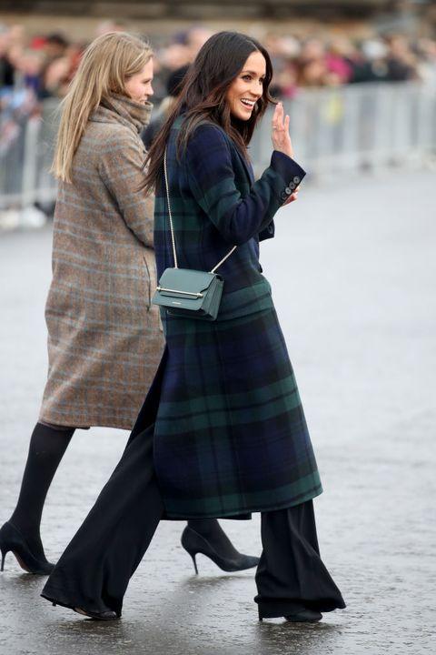 Tartan, Clothing, Pattern, Street fashion, Plaid, Fashion, Snapshot, Textile, Design, Footwear,