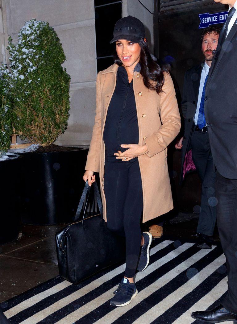 Meghan Markle abandona Nueva York en chándal tras su baby shower con sus  mejores amigas como Amal Clooney 15a4d672fda