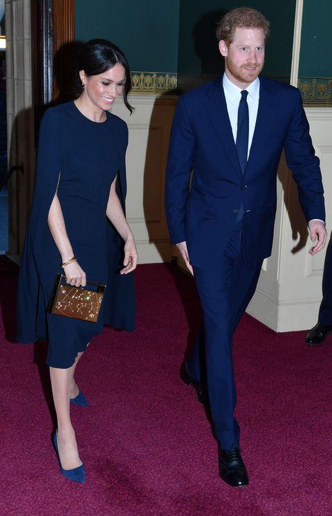 Cobalt blue, Suit, Clothing, Electric blue, Carpet, Formal wear, Red carpet, Fashion, Leg, Footwear,