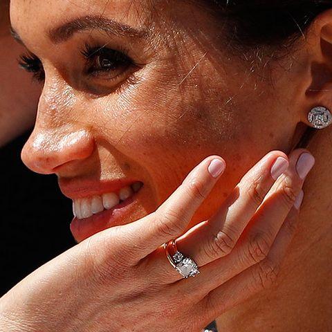 a0993f875292 Puedes comprar la réplica  low cost  del anillo de compromiso de ...