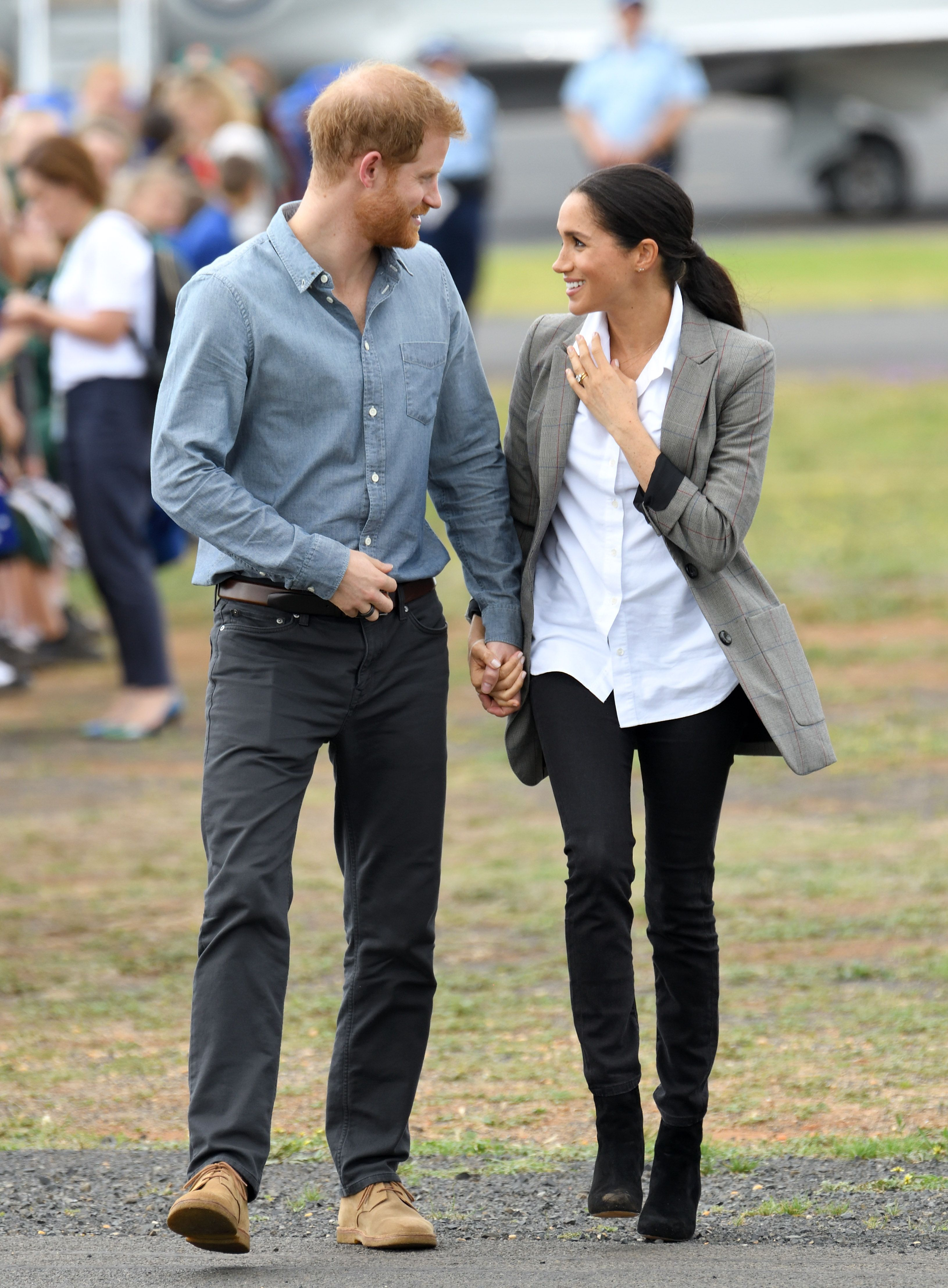 Meghan Markle Rocked Yet Another Pair Of Comfy Sneaks On The Royal Tour pics