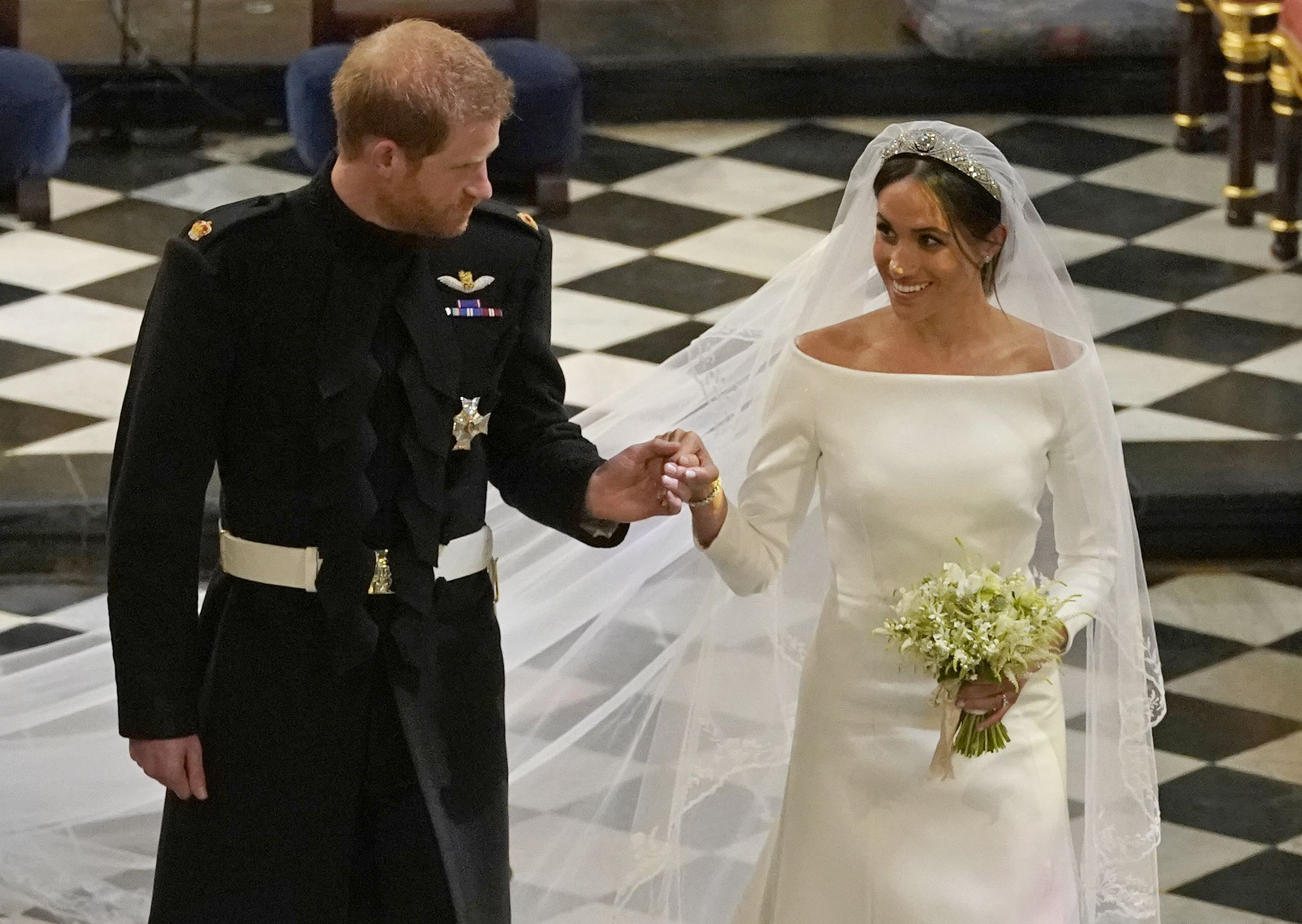 Meghan markles royal wedding bouquet given to grave of unknown warrior izmirmasajfo