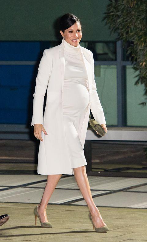 meghan markle straalt in deze zwangerschapslooks, meghan markle, prins harry, zwanger, in verwachting, kleding, stijl, outfit, outfits, look, looks, zwangerschap, zwangerschapsoutfit, buik, baby, kind