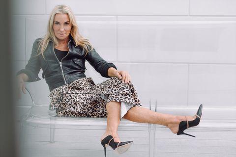 Clothing, Leg, Human leg, High heels, Footwear, Fashion, Sitting, Blond, Beauty, Fashion model,