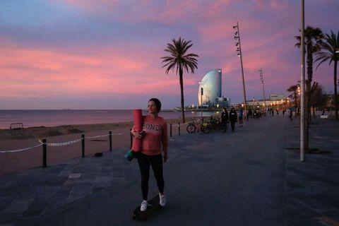 las franjas horarias que limitan a los grandes municipios hacen que muchos españoles se planteen cuál es la mejor hora para salir a correr