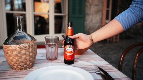las mejores cervezas españolas para beber con una paella este verano
