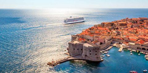 El Viking Sea, uno de los mejores cruceros de lujo del mundo, en plena travesía