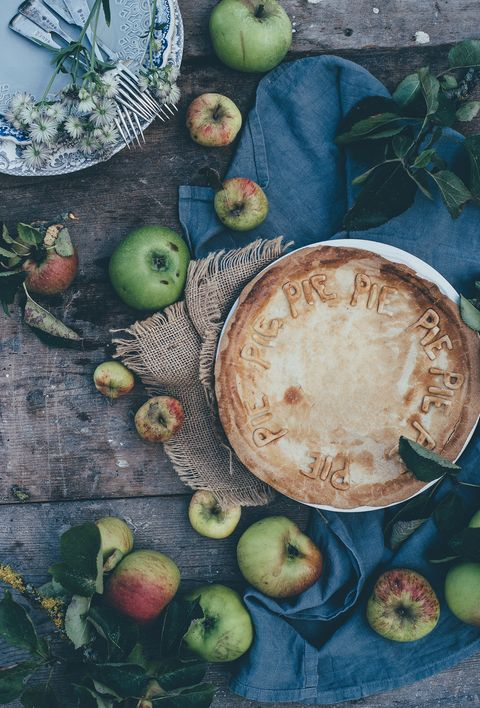 Food, Fruit, Still life photography, Still life, Apple, Plant, Plate, Vegetarian food, Ingredient, Produce,