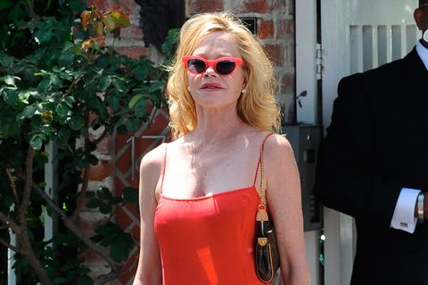 Eyewear, Hair, Sunglasses, Blond, Shoulder, Red, Glasses, Street fashion, Fashion, Beauty,