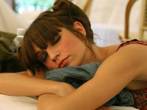 Comfort, Shoulder, Elbow, Wrist, Eyelash, Neck, Linens, Brown hair, Long hair, Sleep,