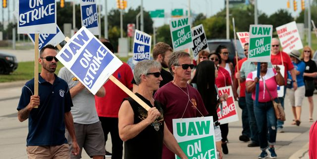 UAW Demands GM Stop Importing Cars as Strike Approaches One-Month Point