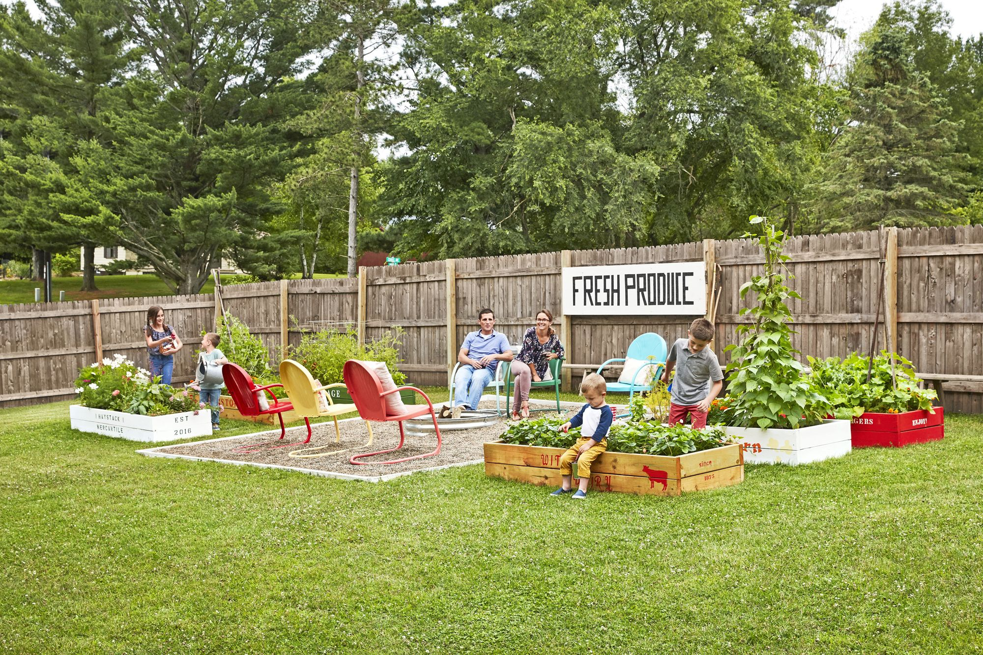 Picture of: 20 Best Backyard Fence Ideas Privacy Fence Ideas For Backyards