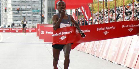Tsegaye Kebede wins the 2012 Chicago Marathon